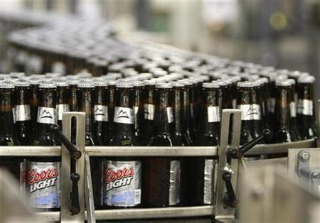 Thousands of newly-labelled bottles of Coors Light beer head for packaging at the Coors brewery in Golden, Colorado October 16, 2007. . REUTERS/Rick Wilking