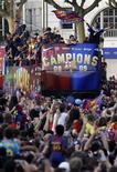 <p>Torcedores do Barcelona após a vitória na Liga dos Campeões. 28/05/2009. REUTERS/Gustau Nacarino</p>