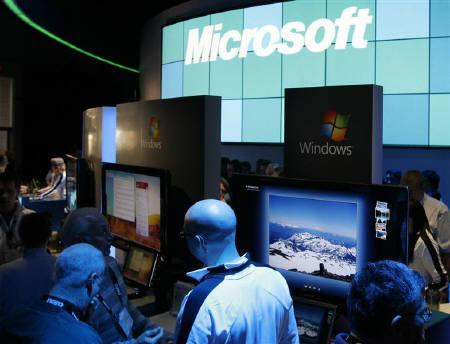 Showgoers check the offerings at the Microsoft booth at the annual Consumer Electronics Show (CES) in Las Vegas, Nevada January 9, 2009. REUTERS/Rick Wilking/Files