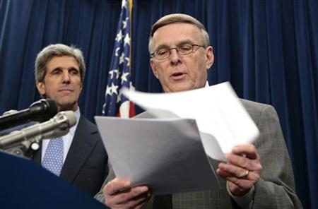 Senator Byron Dorgan (D-ND) introduces a bill aimed at reforming federal contracting to stop wasteful spending during a news conference in the Capitol in Washington February 15, 2007. With Dorgan is Sentor John Kerry (D-MA). REUTERS/Kevin Lamarque