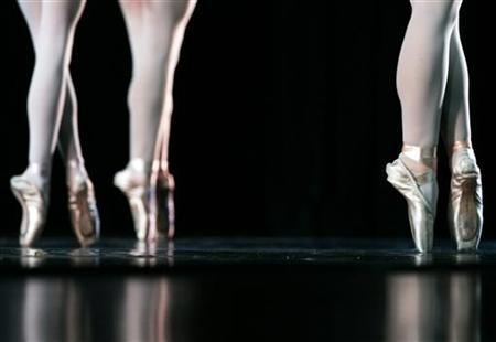 Dancers perform in New York July 27, 2007. REUTERS/Shannon Stapleton