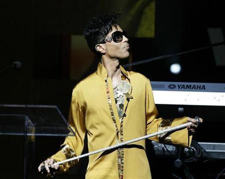 Musician Prince gestures on stage during the Apollo Theatre's 75th anniversary gala in New York June 8, 2009. REUTERS/Lucas Jackson