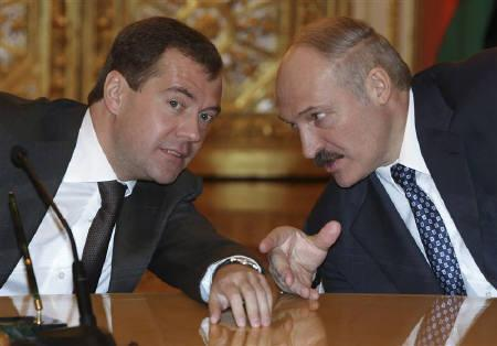 Russia's President Dmitry Medvedev (L) talks with his Belarussian counterpart Alexander Lukashenko in the Kremlin in Moscow in this February 3, 2009 file photo. REUTERS/RIA Novosti/Pool/Files