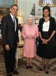 <p>Il presidente americano Barack Obama con la regina Elisabetta e la moglie Michelle, a Buckingham Palace. REUTERS/John Stillwell/Pool</p>