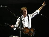 <p>British singer and musician Paul McCartney performs at the Coachella Music Festival in Indio, California late April 17, 2009. REUTERS/Mario Anzuoni</p>