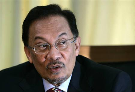 Malaysian opposition leader Anwar Ibrahim speaks during an interview at his office in Parliament building in Kuala Lumpur June 17, 2009. REUTERS/Zainal Abd Halim