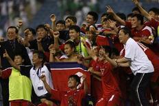 <p>Jogadores norte-coreanos comemoram primeira classificação para Copa do Mundo, após empate em 0 a 0 sobre a Arábia Saudita. REUTERS/Fahad Shadeed</p>