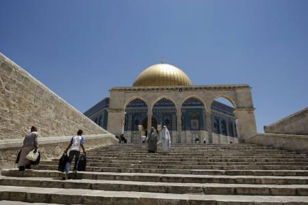 Palestinians walk on the stairs leading to the Dome of the Rock on the compound known to Muslims as al-Haram al-Sharif and to Jews as Temple Mount in Jerusalem's Old City June 18, 2009. REUTERS/Ammar Awad