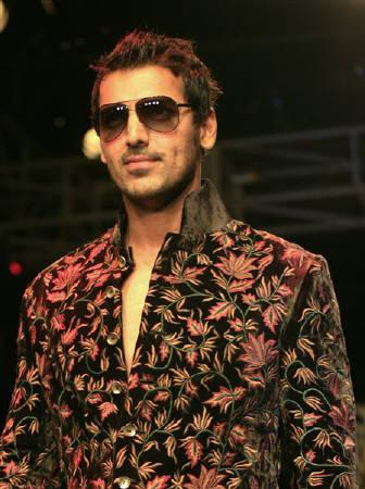 File photo of Bollywood actor John Abraham in Kolkata fashion week April 5, 2009. The 36-year-old actor is laid up with a broken ankle he sustained while shooting for David Dhawan's ''Hook Ya Crook''. REUTERS/Jayanta Shaw/Files