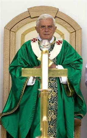 Pope Benedict XVI leads a mass during a visit to Padre Pio at Santa Maria delle Grazie in San Giovanni Rotondo, southern Italy, June 21, 2009. REUTERS/Max Rossi