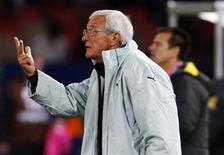 <p>Técnico da seleção italiana, Marcello Lippi, em jogo contra o Brasil, em Pretória. 21/06/2009. REUTERS/Paulo Whitaker</p>