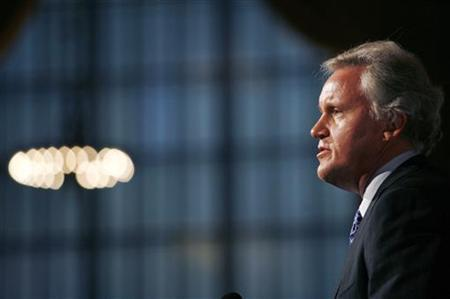 Jeffrey R. Immelt, Chairman and CEO of General Electric, speaks after being honored by the national non-profit group ''A Better Chance'' in New York June 5, 2009. REUTERS/Shannon Stapleton