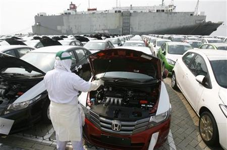 A worker checks the engine of a Honda car imported from Thailand for the Indonesian market, at a pier in Tanjung Priuk, Jakarta, May 5, 2009. REUTERS/Crack Palinggi
