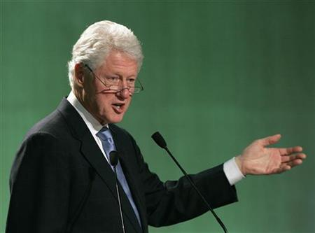 Former U.S. President Bill Clinton delivers his keynote speech during an opening ceremony of the 3rd C40 Large Cities Climate Summit Seoul 2009 in Seoul May 19, 2009. REUTERS/Jo Yong-Hak