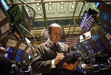 A trader works the floor of the New York Stock Exchange June 23, 2009. REUTERS/Eric Thayer