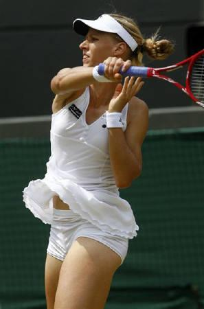 Elena Dementieva of Russia returns the ball to Regina Kulikova of Russia during their match at the Wimbledon tennis championships, in London June 26, 2009. REUTERS/Eddie Keogh