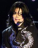 """<p>Cantor Michael Jackson, em foto de arquivo, foi considerado """"artista espetacular"""" pelo presidente norte-americano, Barack Obama. Jackson morreu na quinta-feira aos 50 anos em Los Angeles. REUTERS/Handout</p>"""
