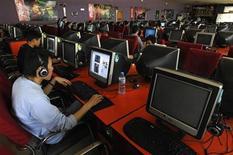 <p>Foto de archivo de un café internet en Changzhi, China, 25 abr 2008. Menos de una semana antes de la fecha límite para la instalación de un software de censura en todos los computadores personales que se vendan en China, algunos de los fabricantes dicen que están preparados para aplicarlo, pese a que continúan ejerciendo presión contra la medida. REUTERS/Stringer (CHINA).</p>