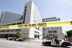 <p>Hospital para o qual Michael Jackson foi levado na quinta-feira e anunciado morto aos 50 anos. A autópsia de seu corpo terminou sem determinar a causa da morte. REUTERS/Mario Anzuoni</p>
