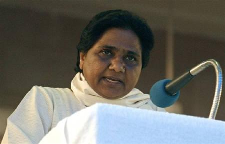 Mayawati, chief of Bahujan Samaj Party (BSP), speaks at her party headquarters in Lucknow May 19, 2009. REUTERS/Pawan Kumar/Files