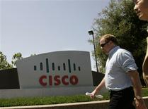 <p>L'équipementier télécoms Cisco Systems envisage de proposer via internet une alternative au populaire Office de Microsoft dans le cadre de sa stratégie d'expansion sur le web. /Photo d'archives/REUTERS/Robert Galbraith</p>