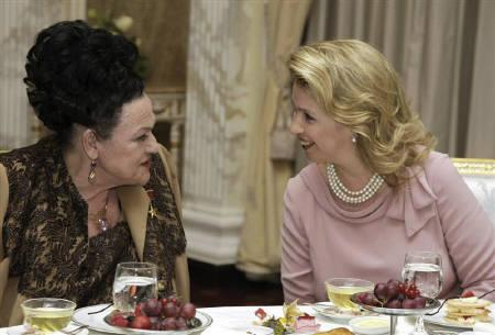 Russia's First Lady Svetlana Medvedeva (R) speaks to Soviet-era singer Lyudmila Zykina during a reception on the occasion of Zykina's 80th birthday in Moscow June 10, 2009. Zykina died in Moscow after a heart attack on Wednesday aged 80. REUTERS/RIA Novosti/Kremlin/Dmitry Astakhov/Files
