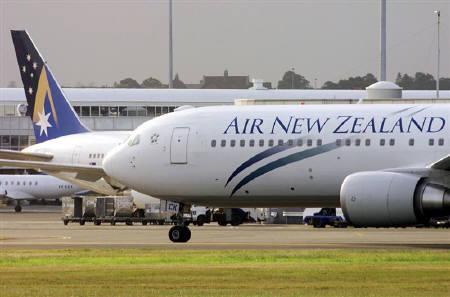 7月2日、NZ航空、機内ビデオに客室乗務員が「裸」で登場。写真はシドニーの空港で(2009年 ロイター)