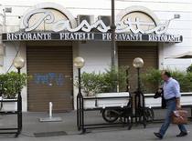 <p>Les autorités italiennes ont ordonné la fermeture d'un restaurant historique de Rome, qui avait facturé près de 700 euros un repas servi à un couple japonais. /Photo prise le 2 juillet 2009/REUTERS/Chris Helgren</p>