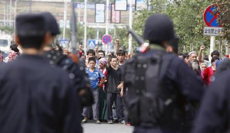 Uighur protesters gather during a demonstration in Urumqi, Xinjiang Uighur Autonomous Region July 7, 2009. REUTERS/Nir Elias