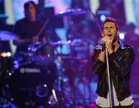 Lead singer Adam Levine performs with Maroon 5 at the ''Idol Gives Back'' show at the Kodak theatre in Hollywood, California April 6, 2008. REUTERS/Mario Anzuoni