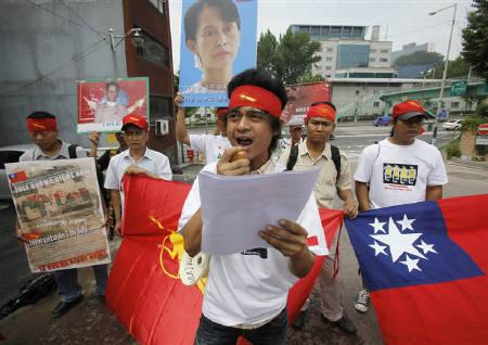 Activists from Myanmar shout slogans during a rally demanding the release of Myanmar opposition leader Aung San Suu Kyi, in front of the Myanmar embassy in Seoul July 7, 2009. REUTERS/Jo Yong-Hak