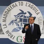 <p>Il presidente del Consiglio Silvio Berlusconi ha detto oggi di essere alla ricerca per il mese di agosto di una casa all'Aquila, dove ha intenzione di trascorrere parte delle sue ferie. REUTERS/Jim Young (ITALY POLITICS)</p>