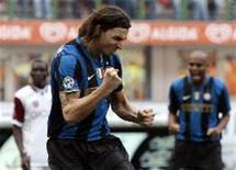 <p>O atacante sueco Zlatan Ibrahimovic disse estar muito contente por voltar a treinar com a Inter de Milão, embora tenha insistido anteriormente que gostaria de deixar o clube em busca de novos desafios. REUTERS/Alessandro Garofalo</p>