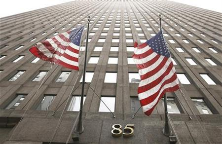 Flags fly outside of the Goldman Sachs headquarters building in the financial district of New York May 8, 2009. REUTERS/Lucas Jackson