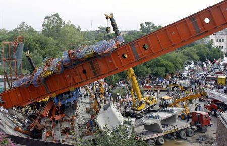 A rescue operation is seen in progress after a Delhi Metro Rail Corporation flyover collapsed in New Delhi July 12, 2009. REUTERS/Adnan Abidi