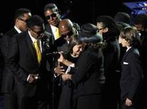 <p>Família Jackson reunida em homenagem pública ao falecido astro do pop Michael Jackson. A empresa responsável pelos concertos que o artista faria em Londres disse que quer promover um concerto na capital britânica com familiares de Michael. REUTERS/ Kevork Djansezian</p>