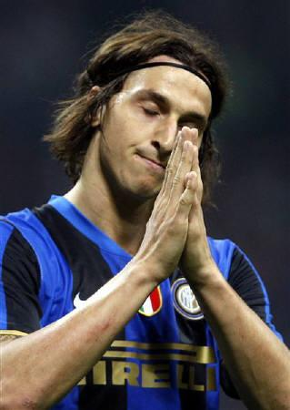 Inter Milan's Zlatan Ibrahimovic celebrates after scoring a third goal against Siena during their Italian Serie A soccer match at the San Siro stadium in Milan in this May 17, 2009 file photo. REUTERS/Alessandro Garofalo/Files