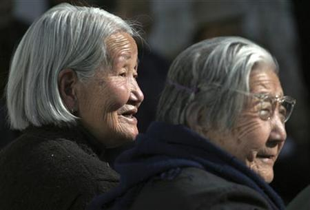Women stand inside a beadhouse, a home for the elderly, in Xining, capital of northwestern China's Qinghai province October 26, 2006. REUTERS/Stringer