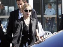 <p>La pop star Madonna all'arrivo a Marsiglia. REUTERS/Philippe Laurenson (FRANCE ENTERTAINMENT DISASTER)</p>