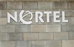 <p>L'équipementier télécoms canadien en difficulté Nortel Networks annonce un accord pour vendre sa filiale de solutions pour entreprises à Avaya et se dit en discussions avancées pour céder d'autres activités. /Photo d'archives/REUTERS/Mike Cassese</p>
