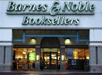 <p>Le premier libraire des Etats-Unis Barnes & Nobles va lancer la plus grande librairie en ligne du monde qui comptera plus de 700.000 titres accessibles, à partir de plates-formes diverses allant de l'iPhone d'Apple aux ordinateurs personnels. /Photo d'archives/REUTERS/Mike Blake</p>