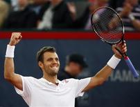 <p>Tenista francês Paul-Henri Mathieu comemora vitória na semifinal do torneio de Hamburgo. REUTERS/Christian Charisius</p>