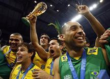 <p>A seleção masculina da vôlei conquistou pela oitava vez o título da Liga Mundial, superando a seleção da anfitriã Sérvia por 3 sets a 2. REUTERS/Marko Djurica</p>