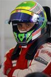 <p>Foto de arquivo do piloto de Fórmula 1 da Ferrari Felipe Massa durante treino do GP da Hungria. 24/07/2009. REUTERS/Karoly Arvai</p>