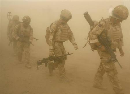 British soldiers from B Company, 2 Mercian, set off on an operation in Malgir, Helmand province July 27, 2009. Public backing for the war in Afghanistan is fraying on both sides of the Atlantic as casualty counts rise and the conflict emerges from the bloody shadows of Iraq. REUTERS/Omar Sobhani