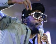 <p>will.i.am, do Black Eyed Peas, no 43o Festival de Jazz de Montreux. 06/07/2009. REUTERS/Denis Balibouse</p>