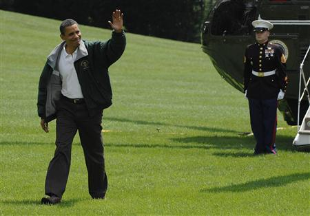 President Barack Obama waves as he arrives via Marine One helicopter after a weekend visit to Camp David with his family, at the White House in Washington, August 2, 2009. REUTERS/Jonathan Ernst
