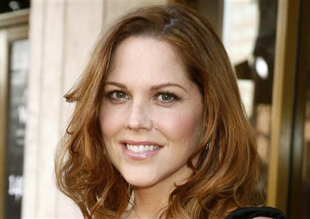 Actress Mary McCormack poses in Los Angeles, California June 12, 2007. REUTERS/Fred Prouser