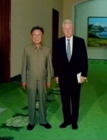 Image taken from video footage shows former U.S. President Bill Clinton (R) and North Korea's leader Kim Jong-il posing for a picture in Pyongyang August 4, 2009. REUTERS/KRT via Reuters TV