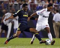 <p>O atacante marfinense Didier Drogba assinou um novo contrato de três anos com o Chelsea, informou o clube inglês na quarta-feira. REUTERS/Hyungwon Kang</p>